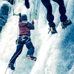 zimní teambuildingová aktivita - ledolezení