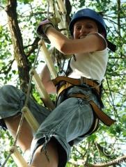 Teambuildingová aktivita - vysoké lanové překážky